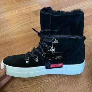NWT Sketchers Fur Lined High Tops